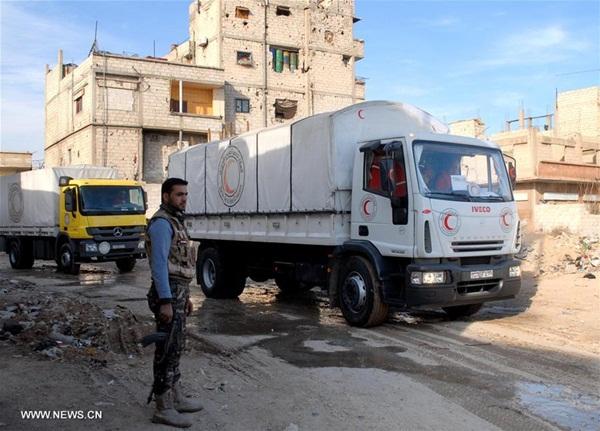 سوريا تدخل مساعدات طبية إلى مدينة دوما بريف دمشق الشرقي