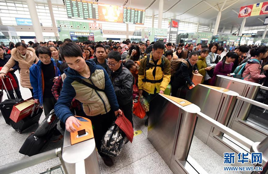 Les Chinois rentrent travailler après une semaine de vacances