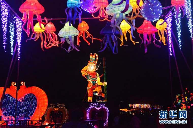 Shanghai : ouverture du festival des lanternes dans le parc de l