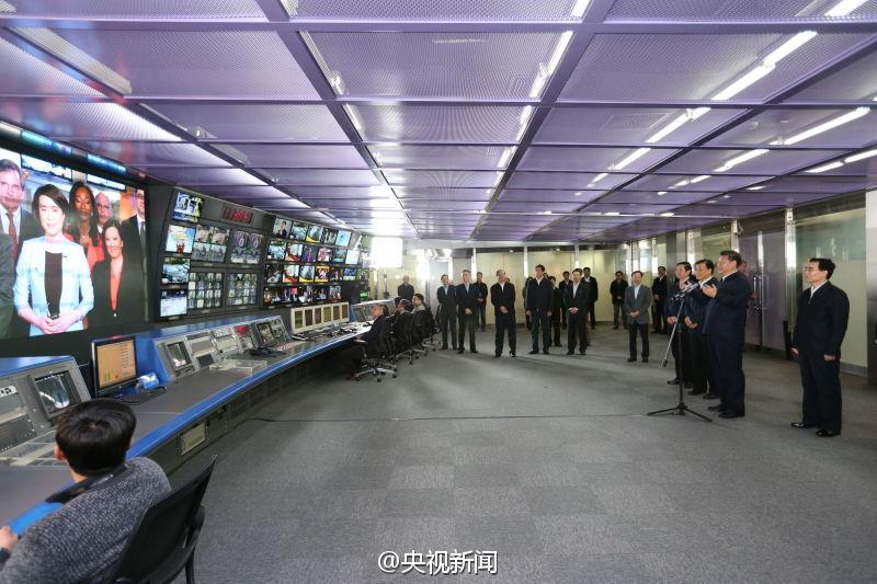2月19日上午,习近平来到中央电视台调研。习近平来到央视主控机房,与北美分台现场连线。