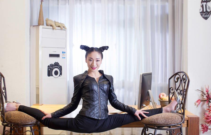Galerie : la souplesse incroyable de Liu Teng
