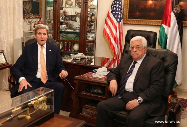 اجتمع الرئيس الفلسطيني محمود عباس مع وزير الخارجية الأمريكية جون كيري 21 فبراير في العاصمة الاردنية عمان