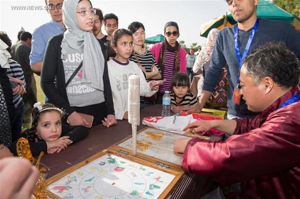 زار المصريون مهرجانات المعابد التقليدية الصينية المقامة في القاهرة