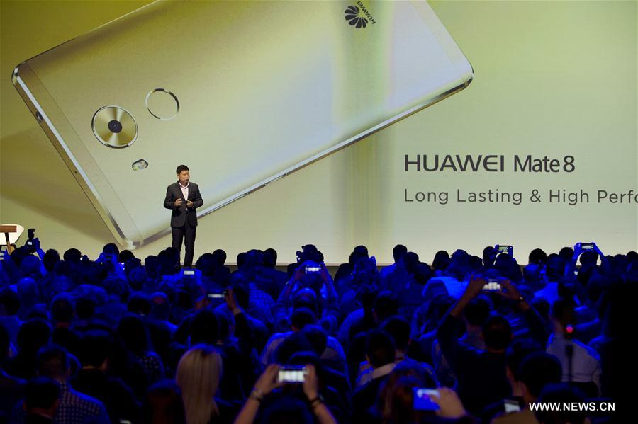 Photo taken on Feb. 21 shows the Huawei press conference held on the eve of the official start of the Mobile World Congress (MWC) in Barcelona, Spain. (Xinhua/Lino De Vallier)