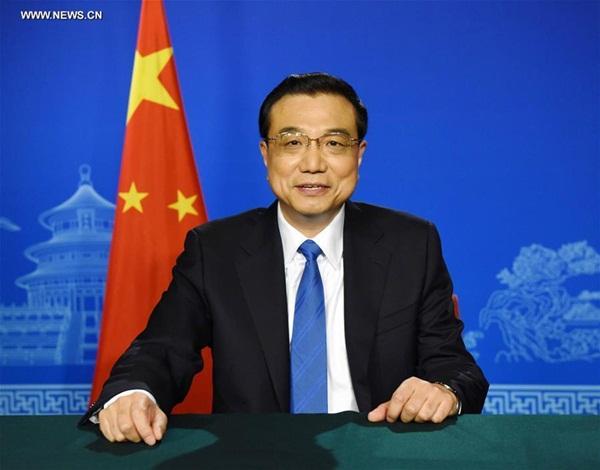 رئيس مجلس الدولة الصيني يحث على تعزيز تنسيق سياسات الاقتصاد الكلي لمجموعة العشرين عبر رسالة فيديو