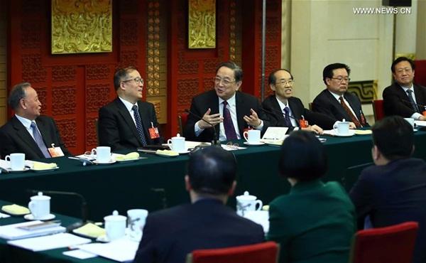 رئيس المجلس الوطني للمؤتمر الاستشاري السياسي للشعب الصيني يوي تشنغ شنغ ينضم لمناقشات مع وفد من المشرعين من مقاطعة هوبي