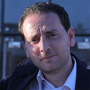 驻阿尔及利亚自由撰稿人、新闻记者、电视制片人阿德尔·苏埃拉
