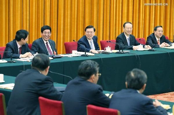 انضم تشانغ ده جيانغ رئيس اللجنة الدائمة للمجلس الوطني لنواب الشعب الصيني إلى مشرعين من مقاطعة جيلين للمناقشة