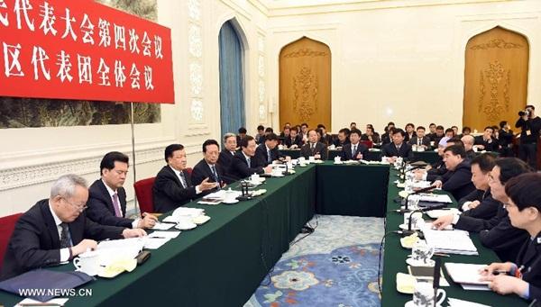 انضم ليو يون شان عضو اللجنة الدائمة للمكتب السياسي للجنة المركزية للحزب الشيوعي الصيني الى المناقشة