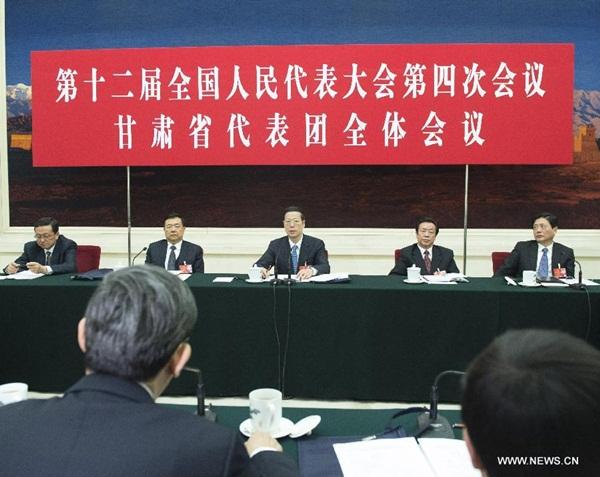 انضم نائب رئيس مجلس الدولة تشانغ قاو لي الى المشرعين من مقاطعة قانسو بشمال غرب الصين للمناقشة