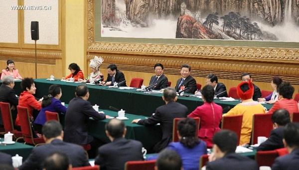 انضم الرئيس الصيني شي جين بينغ الى نقاش مجموعة من النواب فى المجلس الوطنى لنواب الشعب الصينى من مقاطعة هونان
