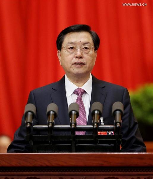 قدم تشانغ ده جيانغ كبير المشرعين الصينيين تقرير عمل اللجنة الدائمة للمجلس الوطني للشعب الصيني
