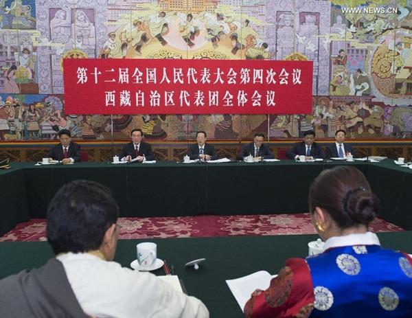 نائب رئيس مجلس الدولة تشانغ قاو لى ينضم إلى مناقشات مع المشرعين الوطنيين من منطقة التبت ذاتية الحكم