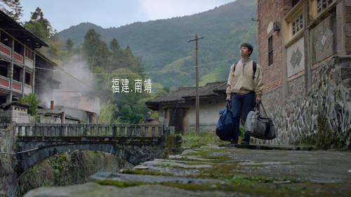 广告频道  公益广告           《山村里的学堂》讲述山村里走出的图片