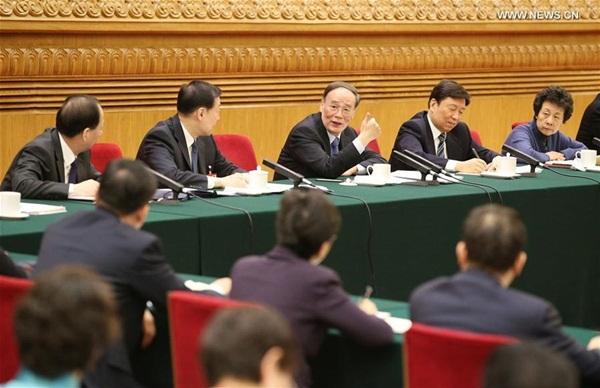 كبير المشرعين الصينيين تشانغ ده جيانغ ينضم إلى مناقشات مع المشرعين من مقاطعة جيانغسو