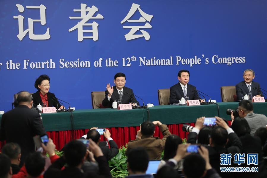 أدلى رئيس لجنة رقابة وإدارة الأصول الوطنية التابعة لمجلس الدولة الصيني شياو يا تشينغ بتصريحات في مؤتمر صحفي