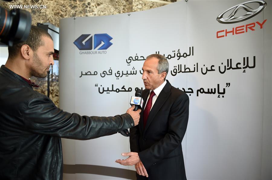 """يجري مراسل المقابلة مع رئيس مجلس إدارة شركة """"جي بي غبور أوتو"""" رؤوف غبور  في القاهرة"""