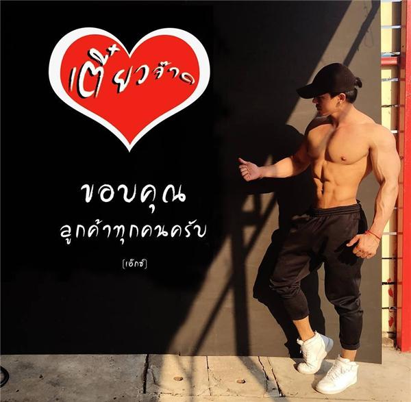 Insolite : des serveurs bodybuildés font le buzz en Thaïlande