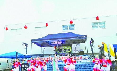 湖里区禾盛社区馨雅艺术团献上带着浓郁中国风的表演