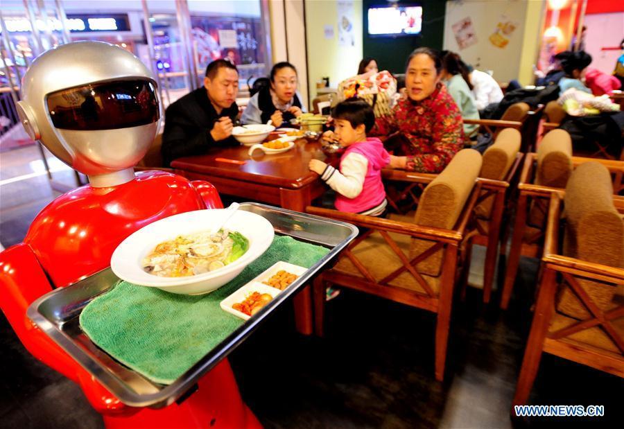 Официант – новая достопримечательность Шэньяна