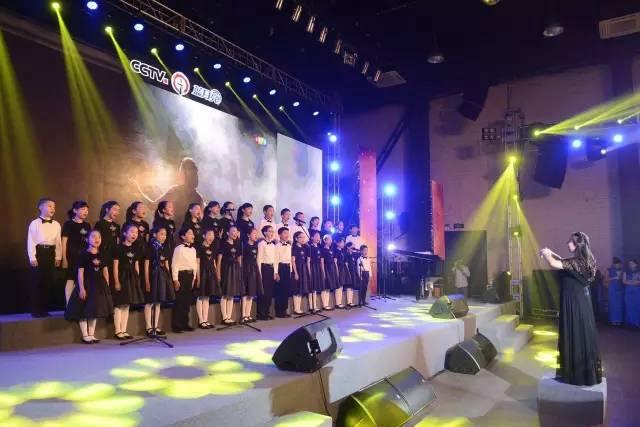 △北京百合花开艺术团的孩子们合唱《长城谣》