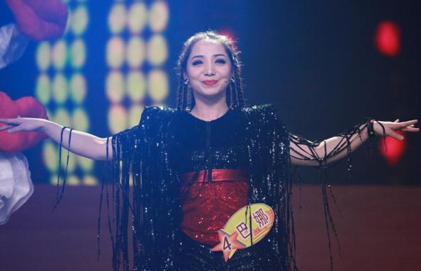 來自新疆的維吾爾族少女巴娜