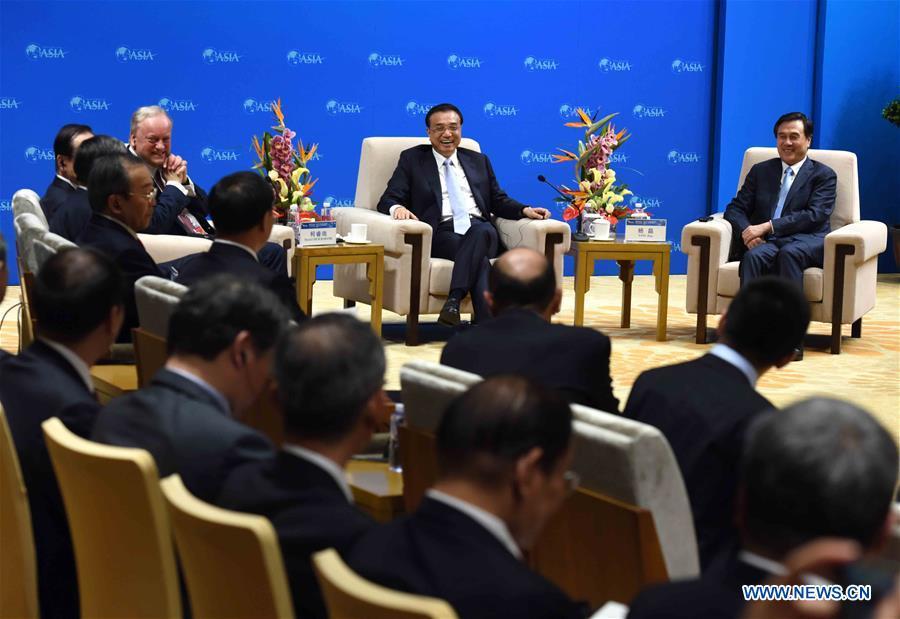 Le PM chinois souligne la coopération mondiale avec des entrepreneurs en marge du Forum de Boao pour l