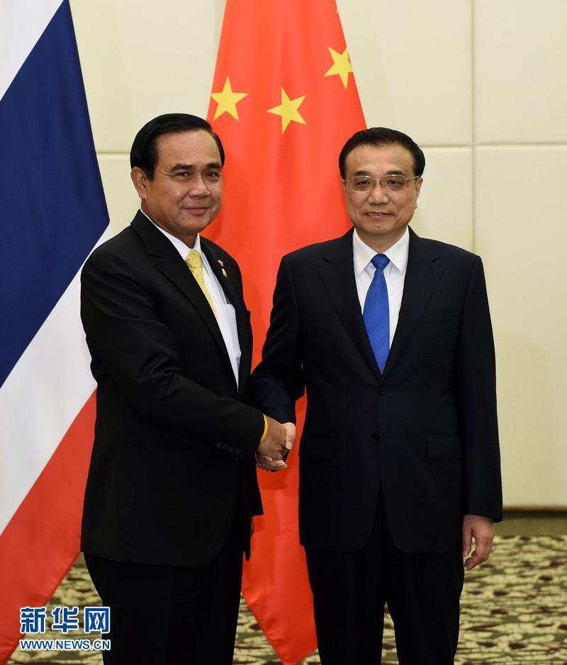 رئيس مجلس الدولة الصيني يلتقي مع رئيس الوزراء التايلاندي
