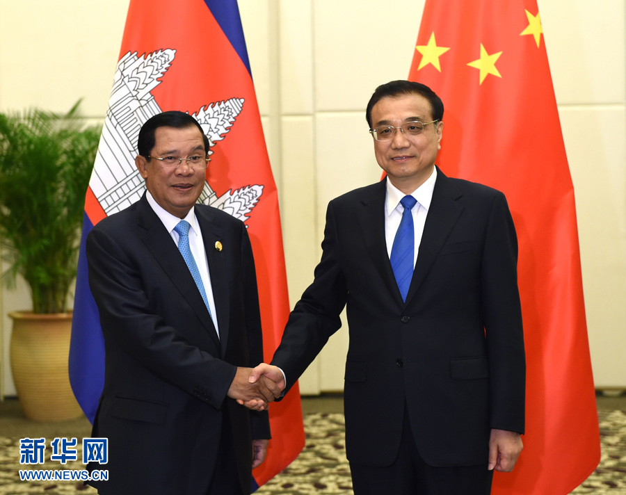 رئيس مجلس الدولة الصيني يلتقي مع رئيس الوزراء الكمبودي