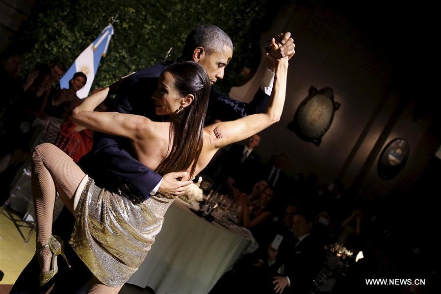 Le président américain Barack Obama danse le tango au dîner d