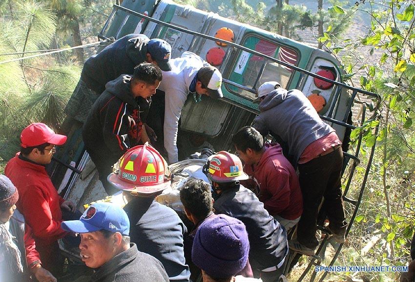 Al menos 19 muertos y 18 heridos dejó la volcadura de un autobús de pasajeros a un barranco en una carretera del occidente de Guatemala, informaron hoy fuentes de socorro. (Xinhua/Str)