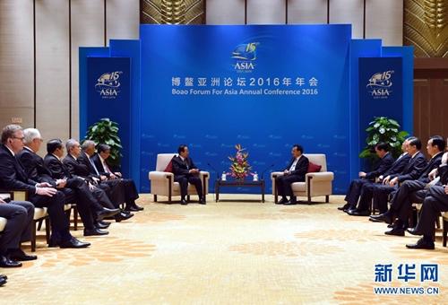 لي كه تشيانغ يلتقي مع أعضاء مجلس منتدى بوآو الآسيوي