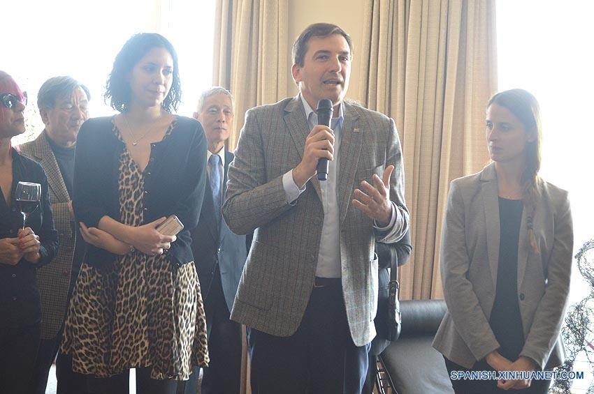 Embajador de Uruguay en China recibe a artistas uruguayos que actuaron en Beijing