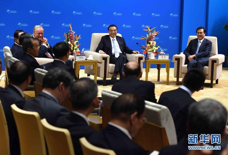 لي كه تشيانغ يلتقى حاضري المؤتمر السنوي لمنتدى بوآو الآسيوي
