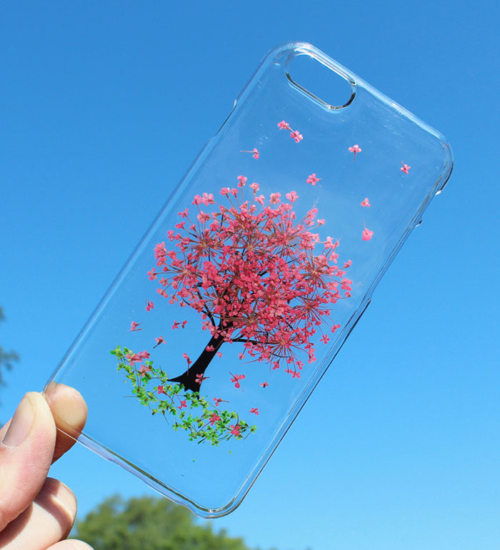 Cette coque offre à votre téléphone mobile un vrai bouquet de printemps