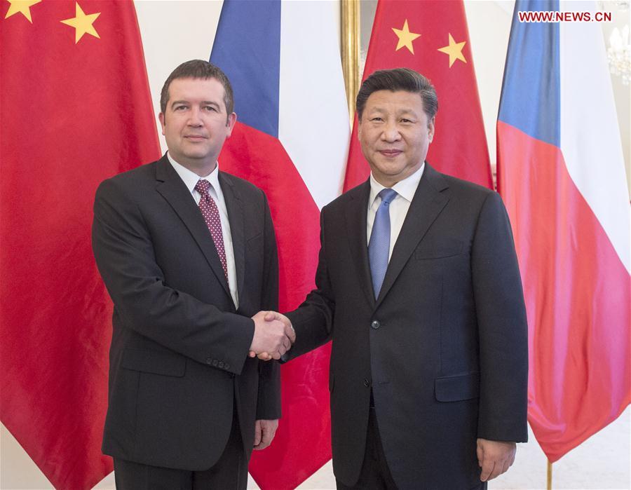 PRAGUE, March 29, 2016 (Xinhua) -- Chinese President Xi Jinping (R) meets with Jan Hamacek, chairman of the Chamber of Deputies of the Czech Parliament, in Prague, the Czech Republic, March 29, 2016. (Xinhua/Wang Ye)