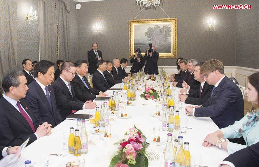 PRAGUE, March 29, 2016 (Xinhua) -- Chinese President Xi Jinping (4th L) meets with Jan Hamacek (3rd R), chairman of the Chamber of Deputies of the Czech Parliament, in Prague, the Czech Republic, March 29, 2016. (Xinhua/Wang Ye)