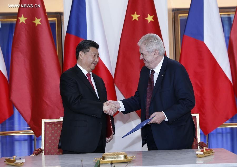 انعقدت المحادثات بين الرئيس الصيني شي جين بينغ ونظيره التشيكي ميلوس زيمان في مقر مكتب الرئاسة التشيكية