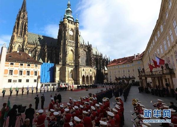 التشيك تقيم حفل استقبال للرئيس الصيني شي جين بينغ