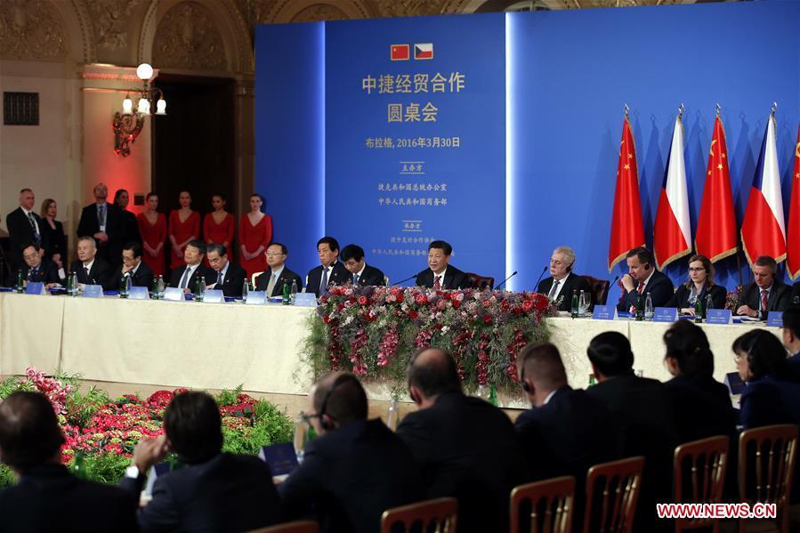 Chinese President Xi Jinping and his Czech counterpart Milos Zeman attend the China-Czech Economic Roundtable in Prague, the Czech Republic, March 30, 2016. (Xinhua/Ju Peng)