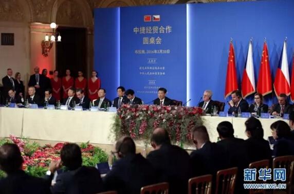 3月30日,国家主席习近平同捷克总统泽曼在布拉格共同出席中捷经贸合作圆桌会。习近平发表题为《传承友谊,继往开来,开启中捷经贸合作新时代》的重要讲话。