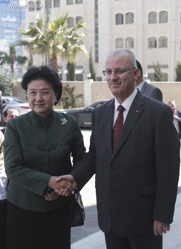 اجتمعت نائبة رئيس مجلس الدولة الصيني ليو يان دونغ مع رئيس الوزراء الفلسطيني رامي حمد الله 31 مارس في رام الله في الضفة الغربية