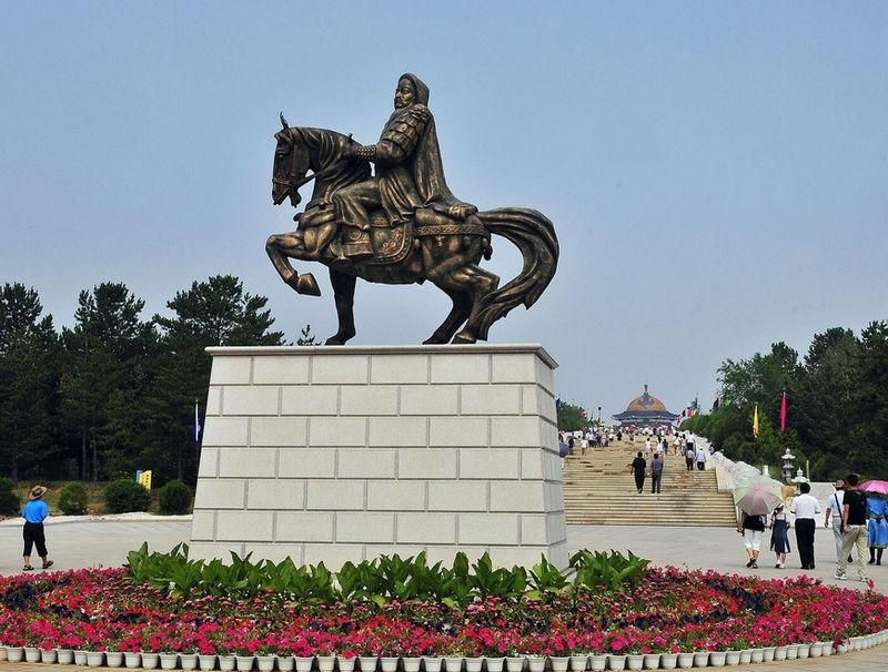 5. Le mausolée de Gengis Khan  Lieu : district de Dongsheng à Ordos, Mongolie-Intérieure
