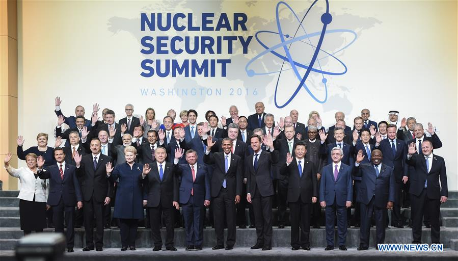 WASHINGTON D.C., April 1, 2016 (Xinhua) -- Chinese President Xi Jinping (4th R, front) poses for a group photo with other leaders attending the fourth Nuclear Security Summit in Washington D.C., the United States, April 1, 2016. (Xinhua/Xie Huanchi)