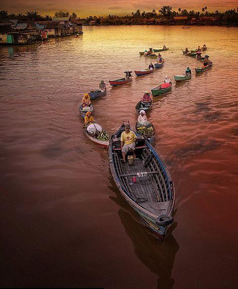 Photos superbes de marchés flottants en indonésie