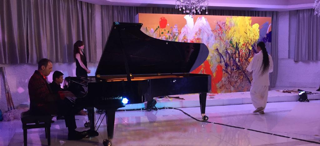 Художник и пианист выступили с совместной импровизацией в Шанхае