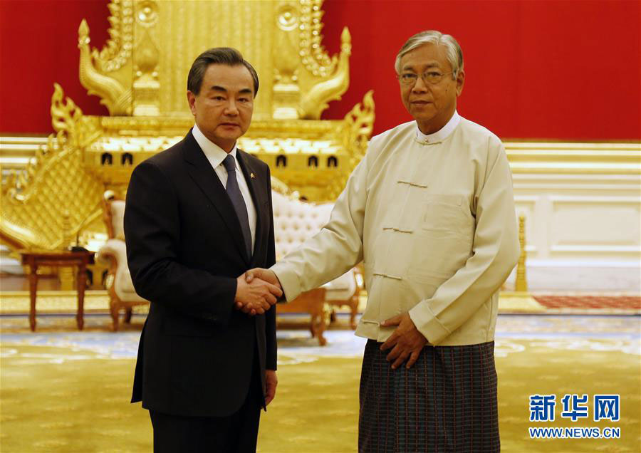 Chinese Foreign Minister Wang Yi meets with Myanmar President Htin Kyaw on April 6, 2016. [Photo: Xinhua]