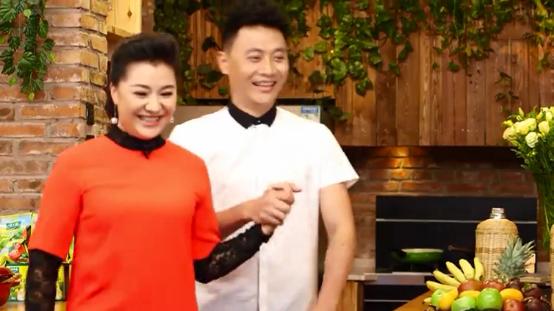 《回家吃饭》 20160407 湖南农家小炒肉 油炸臭豆腐