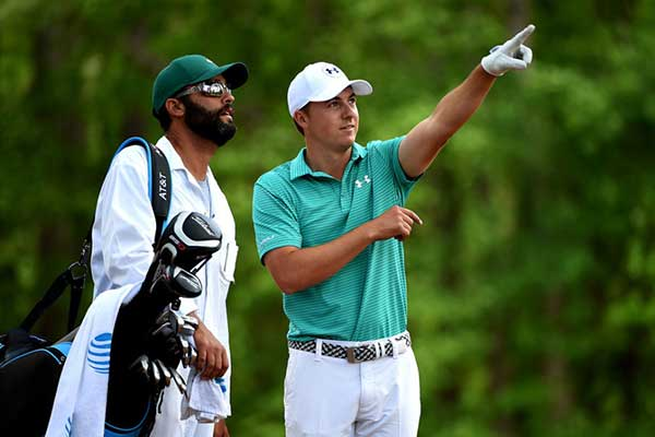 Defending champ Spieth leads at Augusta