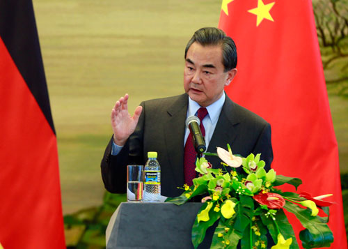 The upcoming meeting of Group of Seven (G7) foreign ministers should not play up the South China Sea issue, Chinese Foreign Minister Wang Yi said here on Saturday.